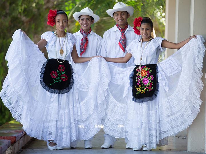 Pequeños in The Old Pueblo
