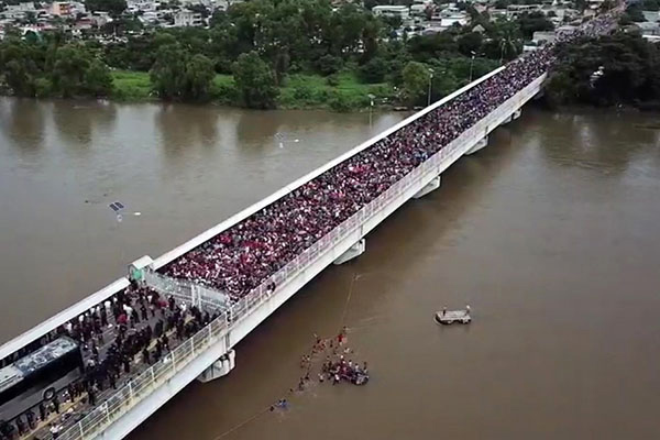 Honduran caravan of immigrants making its way to the USA in 2018. Photo by Boitchy.